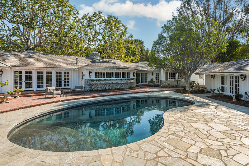 Middle-34-Backyard-Kidney-Shaped-Swimming-Pool - Ruth and Raine ...